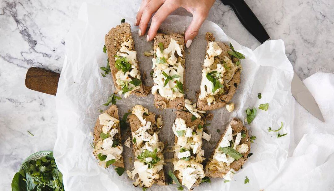 Flatbread with herbs and cauliflower